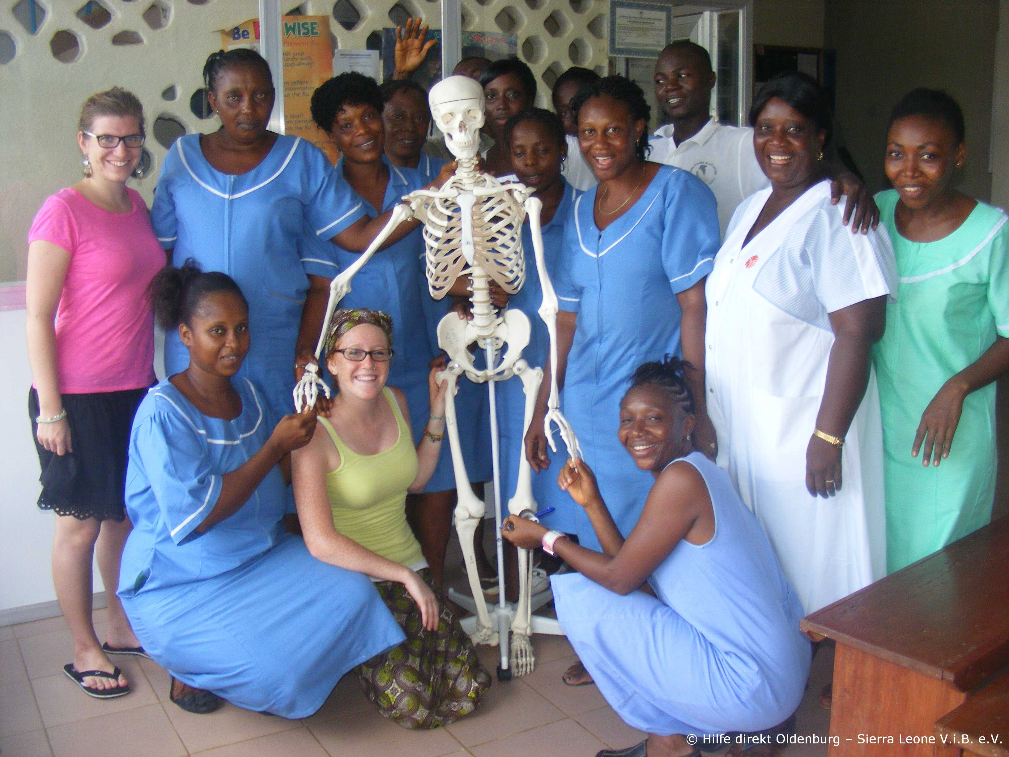 3B_Scientific_Skelett_Sierra_Leone_Hospital_Gruppenbild_20124.jpg
